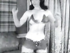 Girl Shaking Ass and Posing in Her Abode