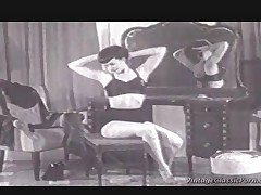 A classic black and white film about a girl doing a reverse striptease and who represents all the fetishes you can think of: Immensely high heels, black stockings, suspenders and a bra with cups that are so pointed they could stick your eyes out.