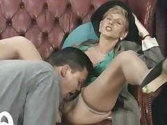 Horny MILF Takes Impressive Anal Gaping