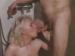 Old slut getting her pussy drilled part2