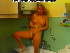 Girls masturbation turned to lesbi orgasm