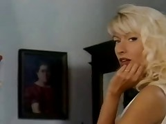 Intimidad Illecit FULL VINTAGE PORN Movie scene
